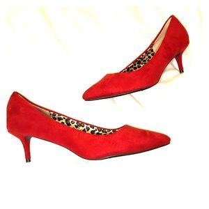 Red kitten heels pumps size 10 suede